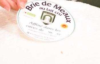 Visite guidée des caves d'affinage de fromages de Brie