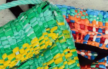 """""""Tissage recup'"""" : apprenez à créer avec des sacs plastiques !"""