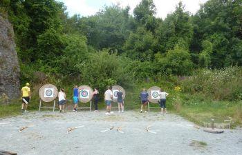 Défis sportifs en équipe au cœur de la Mayenne