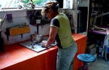 Visite d'un atelier de sculpture céramique d'artiste, près de Chamonix