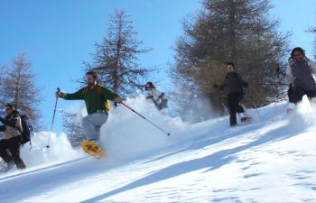 Sortie en raquettes dans les Hautes Alpes, entre lac et montagnes