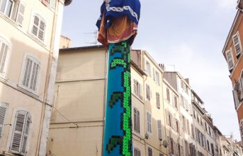 Repas nomade dans le marché Noailles : les 5 continents avec une artiste, en groupe