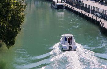 Balade en bateau vers le village médiéval de Chanaz