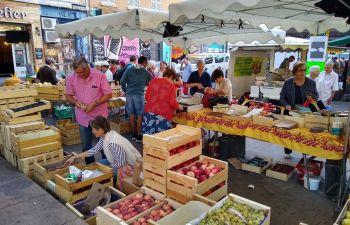 Balade gourmande au marché paysan : découverte des spécialités provençales à Marseille