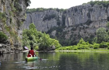 Canoë dans les gorges du Chassezac