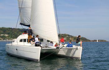 Dégustation de vins sur un catamaran dans la baie de Saint Jean de Luz