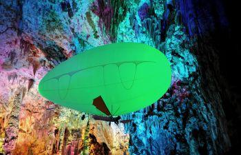 Volez grâce à l'aéroplume dans la grotte de la Salamandre