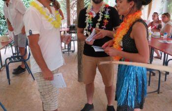 Jeu d'enquête sur le meurtre d'une danseuse hawaïenne en Pays Catalan