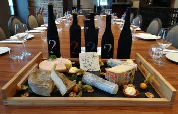 Dégustation de vins et fromages dans la ville du Mans