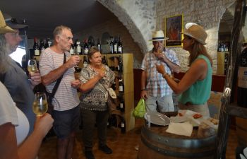 Gourmet Walking Tour of Sète for English speaking travelers