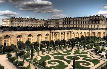 Jeu d'enquête sur smartphone à Versailles