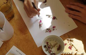 Atelier fabrication d'une bougie fleurie à Paris
