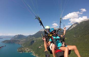 Vol en parapente au dessus du lac d'Annecy
