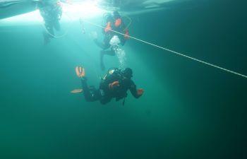 Plongée sous glace sur le Lac de Montriond