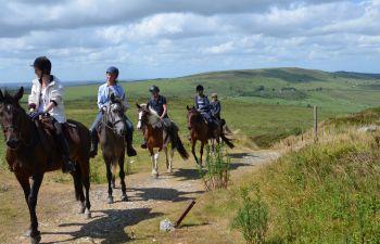 """Randonnée sportive à cheval """"Au pays du Roi Morvan"""""""