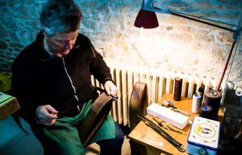 Visite de l'atelier du cuir et découverte des techniques artisanales