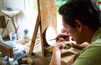 Visite chez un faïencier d'art en Normandie
