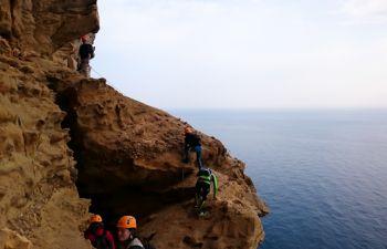 Calanques : randonnée sportive et encordée à la Ciotat