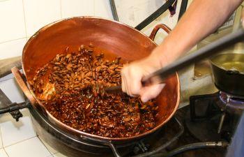 Atelier de fabrication de nougat noir traditionnel et dégustation